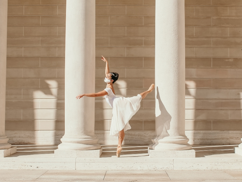 Tess dancing on pointe at the Legion of Honor